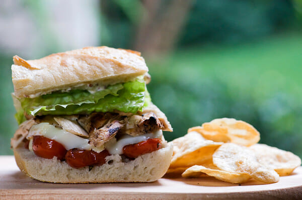 how to make a chicken sandwich with brie cheese and tomatoes