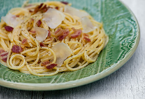 pasta in white wine with bacon and parmesan
