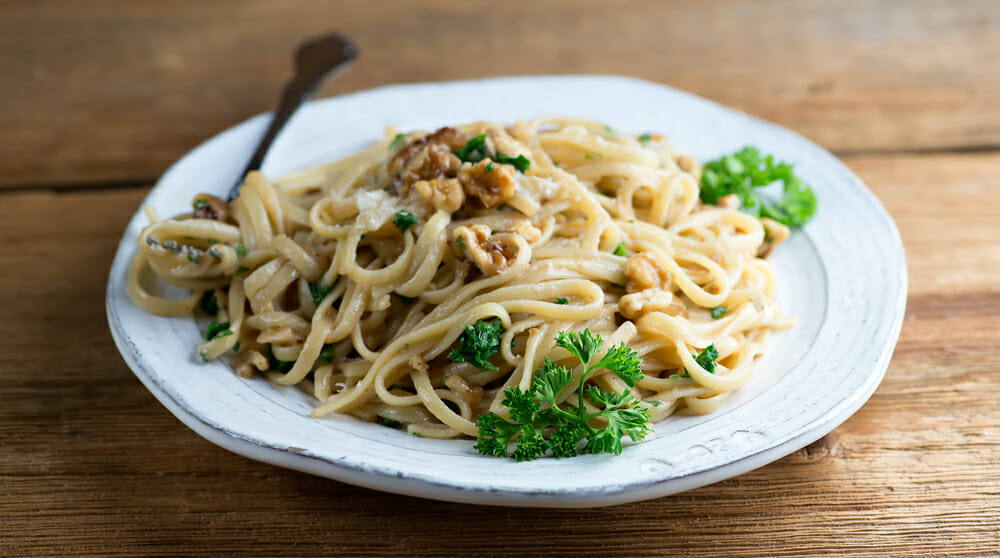 pasta with anchovy walnut sauce