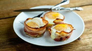 how to make bacon egg and cheese muffins