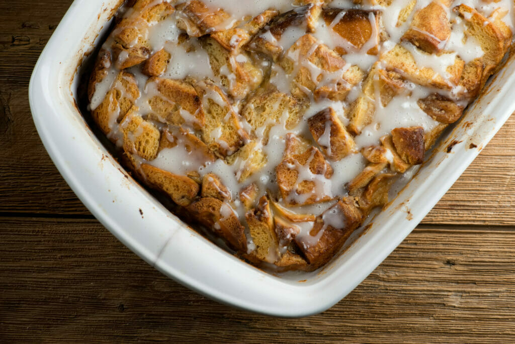 pan of cinnamon roll bread pudding