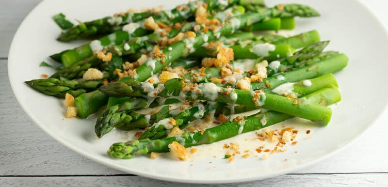 asparagus with parmesan breadcrumb sauce